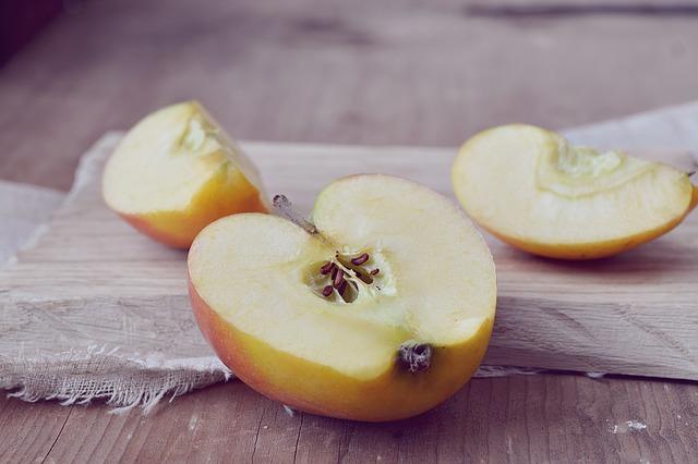 りんごの変色は防げる?塩水はしょっぱい?美味しく防ぐ方法は?